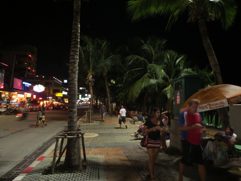Kvällspromenad på Beach Rd.
