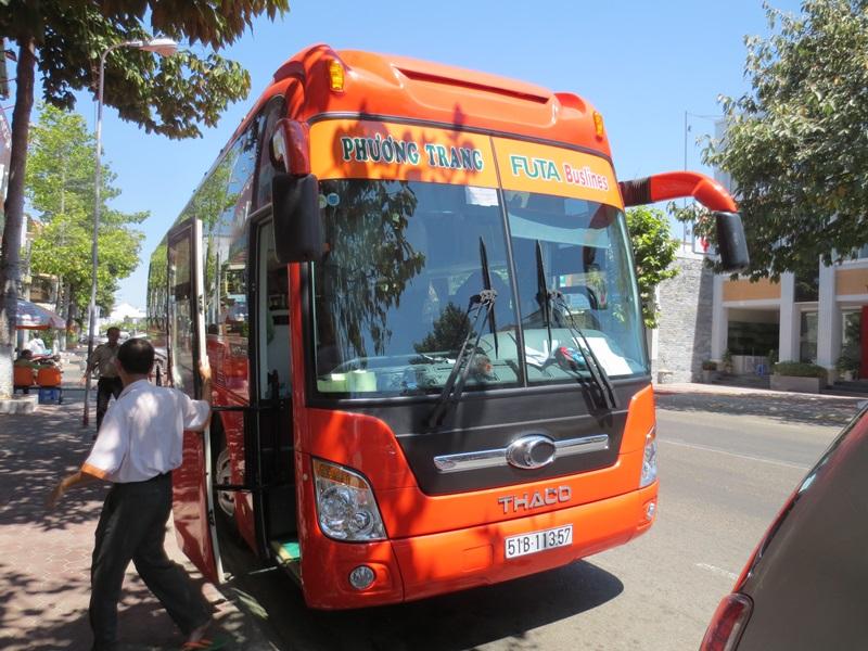 Bussresa 20 februari 2014 från Phan Thiet till Ho Chi Minh City med specialbuss, Futa Buslines
